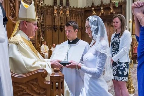 Elle se marie à l'église avec… le Christ