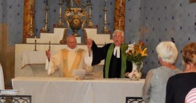 Œcuménisme / Pasteur et diacre main dans la main
