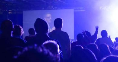 1500 personnes ont donné leur vie à Jésus suite à la prédication de Joyce Meyer en France