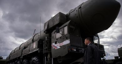 """Les autorités russes ont dévoilé un missile nucléaire, """"Satan 2"""", qui peut détruire un pays de la taille de la France en quelques secondes."""